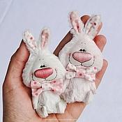 Куклы и игрушки ручной работы. Ярмарка Мастеров - ручная работа Розовый и белый зайки. Handmade.