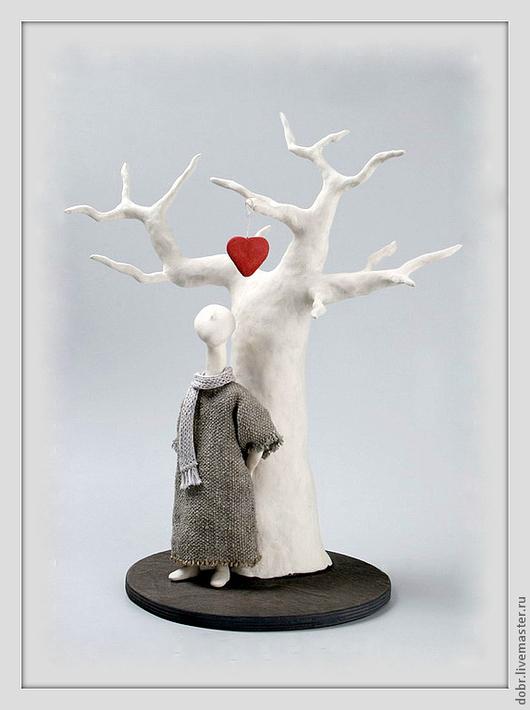 """Статуэтки ручной работы. Ярмарка Мастеров - ручная работа. Купить Статуэтка """"Последний лист"""". Handmade. Статуэтка, дерево, человечек, сердце"""
