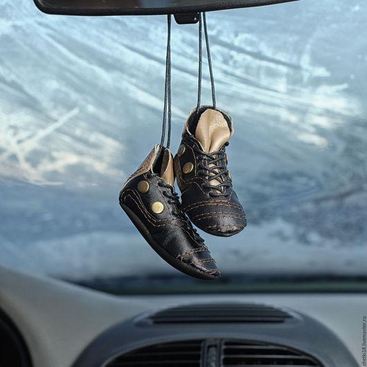 """Подарки для мужчин, ручной работы. Ярмарка Мастеров - ручная работа. Купить Подвеска """"Борцовки""""  черные в машину. Handmade. Черный"""