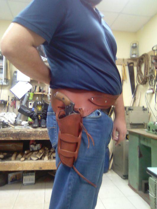 Пояса, ремни ручной работы. Ярмарка Мастеров - ручная работа. Купить Ковбойский пояс с кобурой для револьвера из натуральной кожи. Handmade.