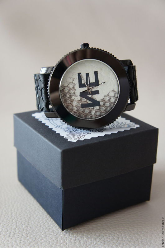часы мужские, часы брутальные, черный цвет, белый цвет, кожа змеи, кожа рыбы, роспись.