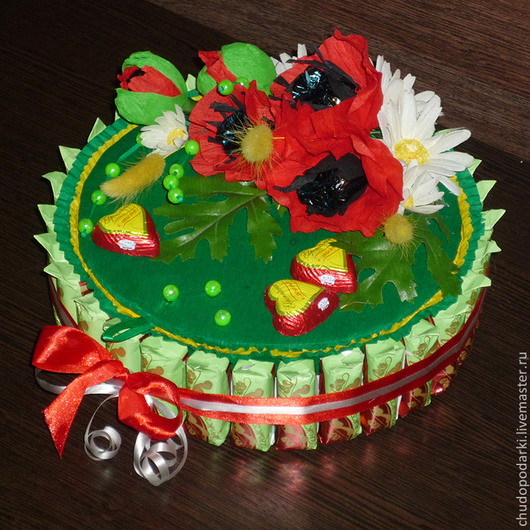 Оригинальная композиция из конфет для подарка. Внутрь можно положить конфеты, свернуть деньги в виде конфет и подарить на свадьбу или день рождения, а также подарить ребенку. D-24см.