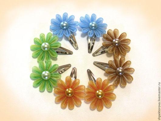 """Заколки ручной работы. Ярмарка Мастеров - ручная работа. Купить Заколки для волос из атласных лент канзаши """"Простые цветы"""". Handmade."""