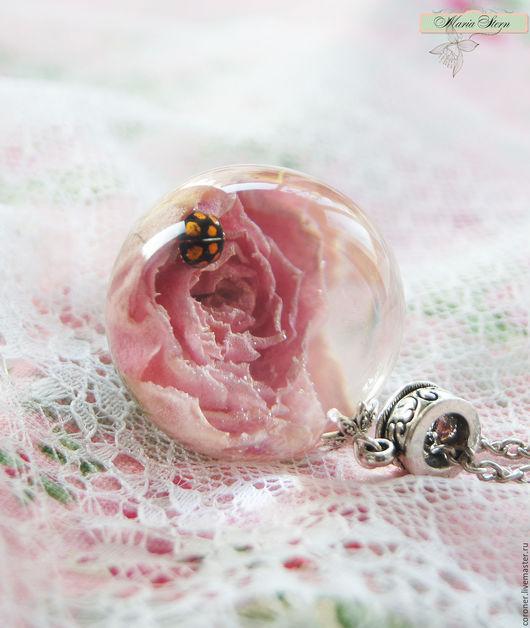 """Кулоны, подвески ручной работы. Ярмарка Мастеров - ручная работа. Купить Кулон-шар 30 мм """"Delicate pink"""" из ювелирной эпоксидной смолы. Handmade."""