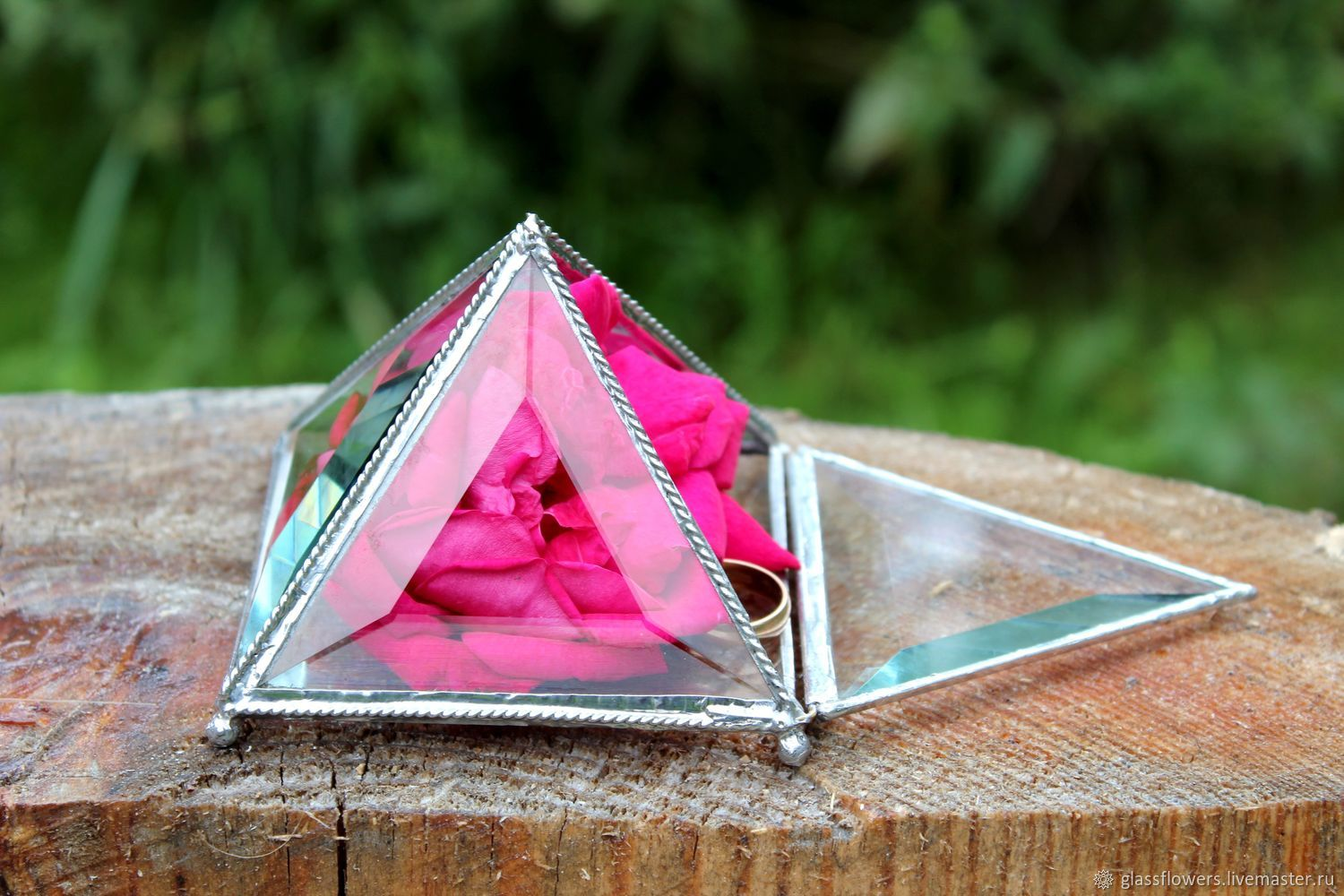 Box. Box Pyramid. Box of glass. Box facets – shop online on ...