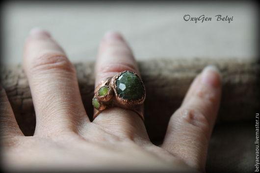 """Кольца ручной работы. Ярмарка Мастеров - ручная работа. Купить Кольцо """"Тайны мшистого леса"""". Handmade. Зеленый, кольцо с гранатом"""