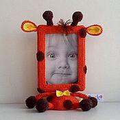 Сувениры и подарки ручной работы. Ярмарка Мастеров - ручная работа Вязаная рамочка для фото Жираф. Handmade.