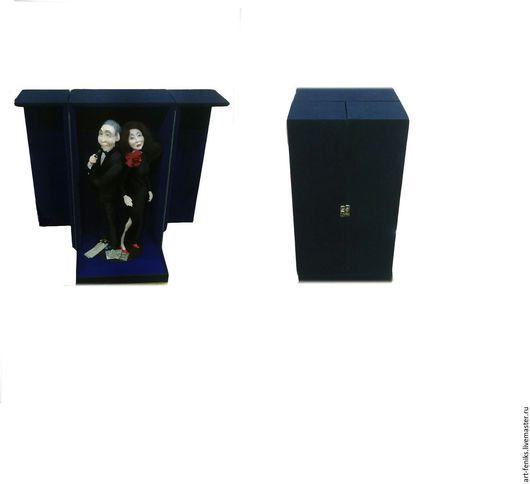 Футляр под куклу размер:240х240х450 цена:1400 руб