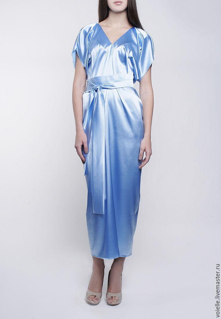 Платье из атласа с вырезом