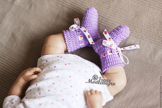 """Для новорожденных, ручной работы. Ярмарка Мастеров - ручная работа. Купить носочки для новорожденного """"пирожное"""". Handmade. Фиолетовый, пинетки для девочки"""