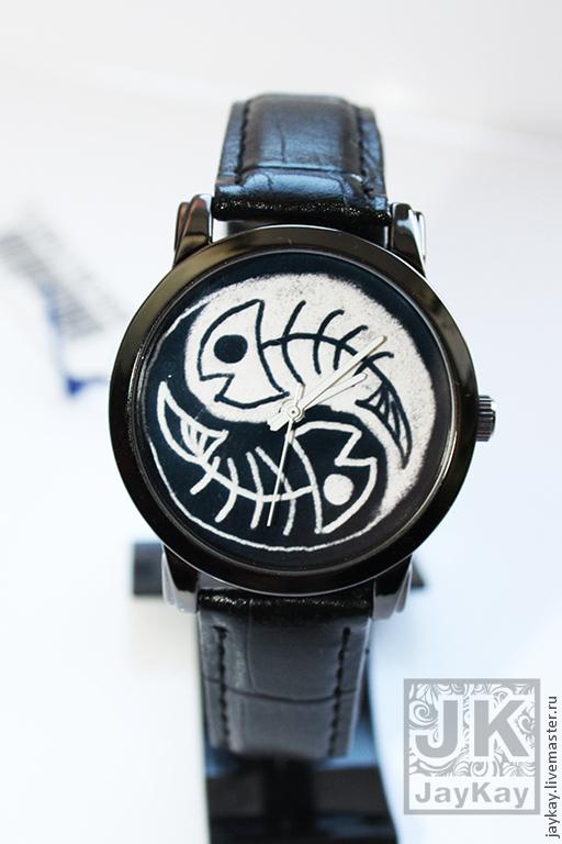 """Часы ручной работы. Ярмарка Мастеров - ручная работа. Купить Часы наручные JK """"Рыбы"""". Handmade. Чёрно-белый, подарок"""