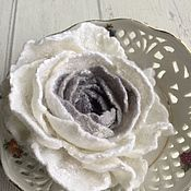 Украшения handmade. Livemaster - original item Rose brooch made of wool white with gray. Handmade.