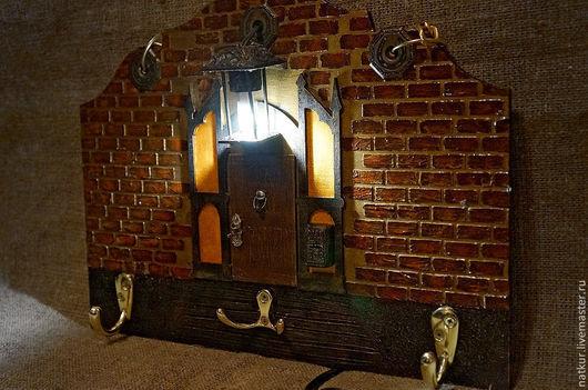 Ключница- светильник  `Здесь тебя ждут` ключница в прихожую купить ключница подарок ключница со светом ключница для дома