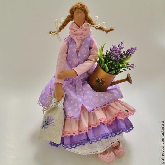 Кукла Тильда с лавандой