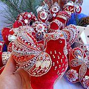 Подарки к праздникам ручной работы. Ярмарка Мастеров - ручная работа ГОД ПЕТУХА - большой набор игрушек на елку из бархата с вышивкой. Handmade.