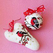 Подарки к праздникам ручной работы. Ярмарка Мастеров - ручная работа Ёлочные игрушки - новогодний шар и сердце Снегирь. Handmade.