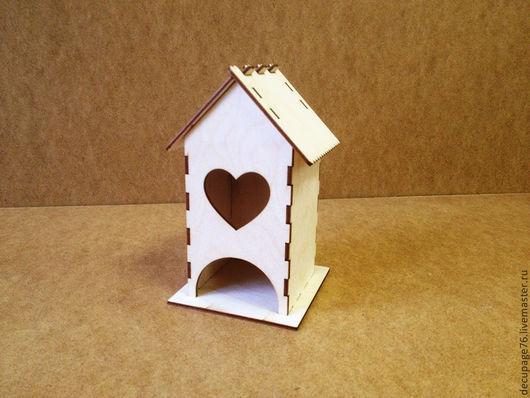 Чайный домик `Сердце` (продается в разобранном виде в палетах) Размеры:  габарит - 11х11х18 см домик - 8,5х8,5х17,5 см,  подставка - 11х11 см Материал: фанера 3 мм