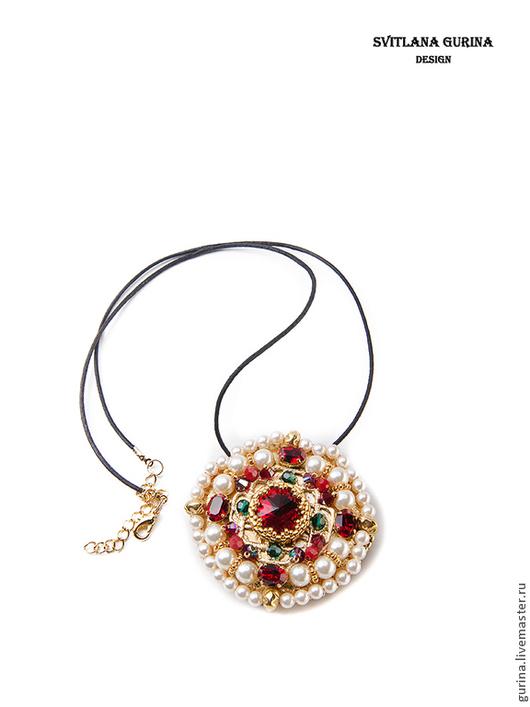 Кулон-брошь  с кристаллами Swarovski Византия. Красный, Золотой. Крупный кулон. Крупная брошь.
