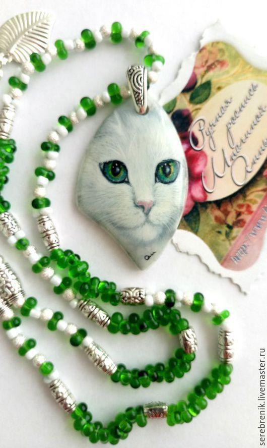 Колье с кошкой – Снежка – сделано в единственном экземпляре. Ручная роспись украшений позволяет создавать объемные шедевры.