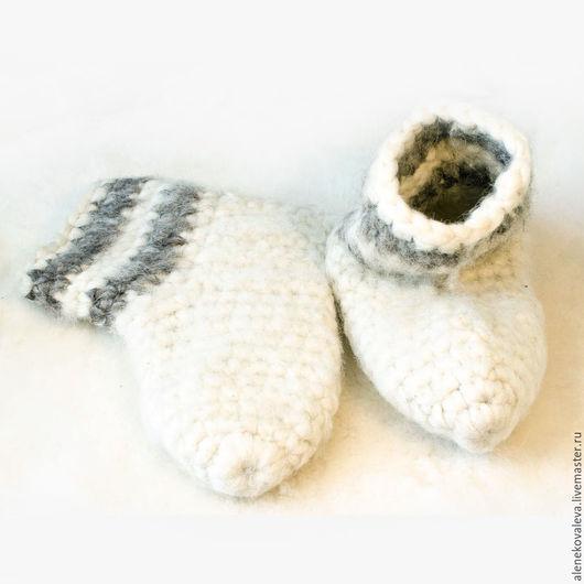 Обувь ручной работы. Ярмарка Мастеров - ручная работа. Купить Чуни вязаные. Handmade. Белый, вязаные сапожки, согревающий