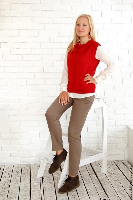 Кофты и свитера ручной работы. Ярмарка Мастеров - ручная работа. Купить жилет вязаный красный с драпировкой. Handmade. Ярко-красный