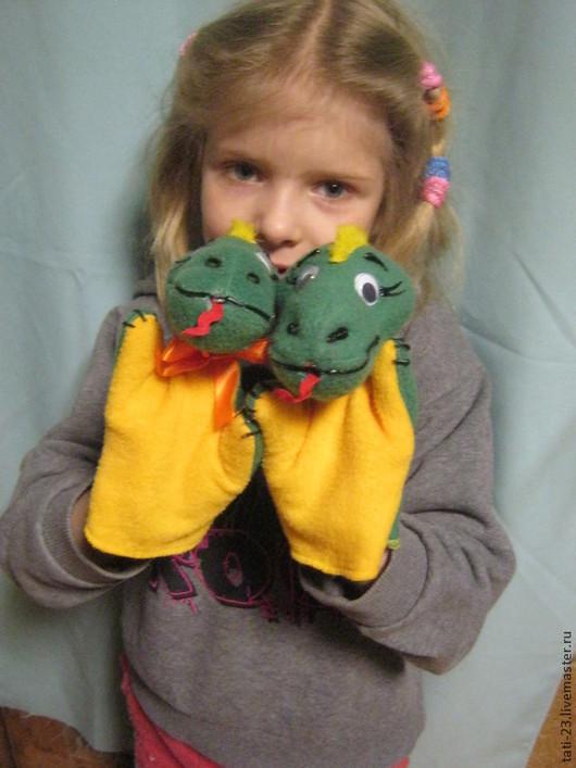 Кукольный театр ручной работы. Ярмарка Мастеров - ручная работа. Купить Дракончики. Игрушка на руку ребенка.. Handmade. Разноцветный, флис