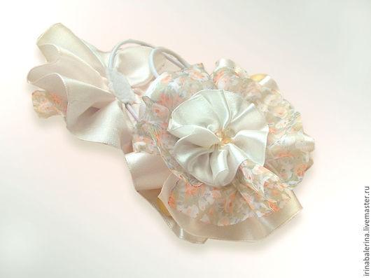 Бантики для волос из атласных лент `Накануне осени`. Нарядные белые бантики для девочек. Резинки для волос из лент. Белые банты