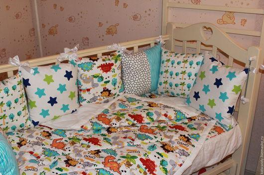 Детская ручной работы. Ярмарка Мастеров - ручная работа. Купить Комплект для новорожденных в кроватку Дино. Handmade. Комбинированный, бортики, подушка