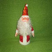 Подарки к праздникам ручной работы. Ярмарка Мастеров - ручная работа Дед Мороз - чехол на бутылку. Handmade.
