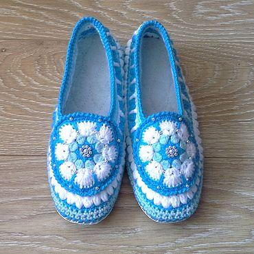 Обувь ручной работы. Ярмарка Мастеров - ручная работа Домашние тапочки вязаные крючком  Снежана. Handmade.