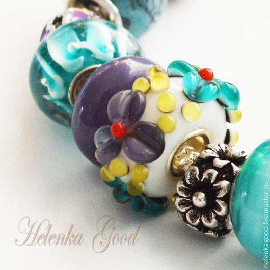 Бирюзовый цвет бусин браслета находит отклик в цветочной бусине! Бусина  3D- цветок-это объёмное творение, тонкая работа!
