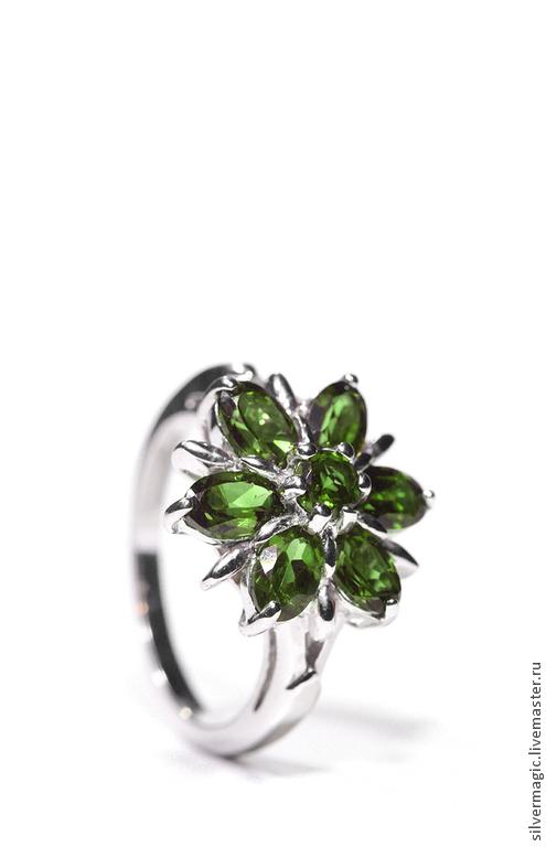 Кольца ручной работы. Ярмарка Мастеров - ручная работа. Купить Серебряное кольцо с хромдиопсидами.. Handmade. Зеленый, натуральный камень