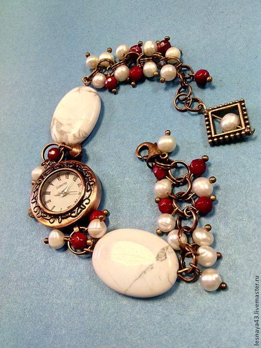 Часы ручной работы. Ярмарка Мастеров - ручная работа. Купить Часы-браслет на кварцевой основе из натуральных камней. Handmade. Белый