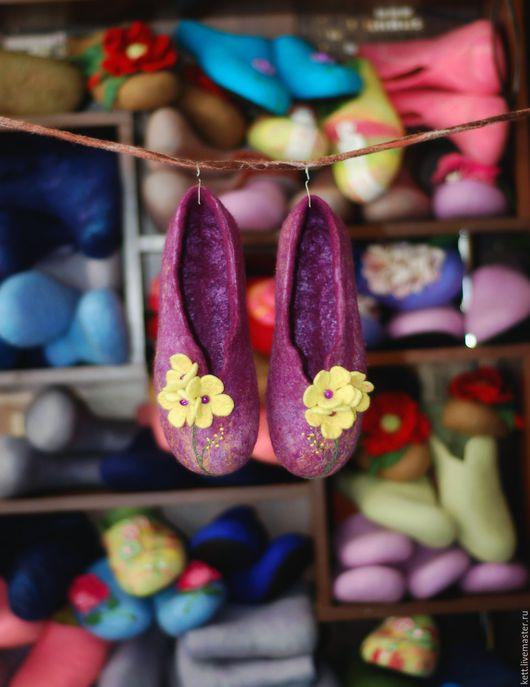 """Обувь ручной работы. Ярмарка Мастеров - ручная работа. Купить Валяные тапки с задниками """"Жёлтые цветочки"""" Женские тапочки Размер 36. Handmade."""