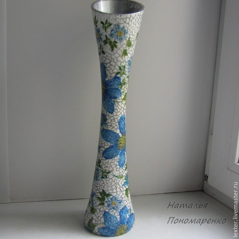 Вазы ручной работы. Стеклянная ваза  Голубые цветы