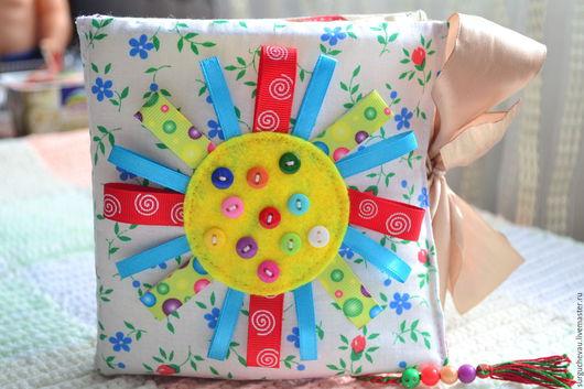 Развивающие игрушки ручной работы. Ярмарка Мастеров - ручная работа. Купить Развивающая книжка из ткани и фетра. Handmade. Развивающая игрушка