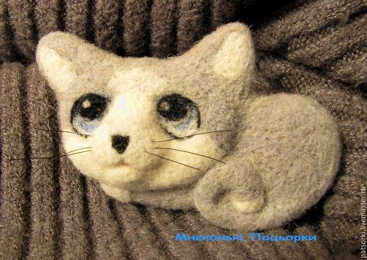 """Броши ручной работы. Ярмарка Мастеров - ручная работа. Купить Брошь """"Котик Муркотик"""". Handmade. Серый, котоброшь, войлочная брошка"""