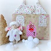 Куклы и игрушки ручной работы. Ярмарка Мастеров - ручная работа Новогодний домик-сумочка для Герды. Handmade.
