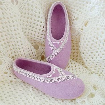 Обувь ручной работы. Ярмарка Мастеров - ручная работа Женские тапочки домашние сиреневые. Handmade.