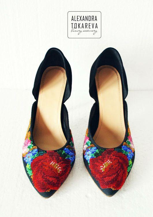 Обувь ручной работы. Ярмарка Мастеров - ручная работа. Купить Эксклюзивные туфли ручной работы вышитые бисером « red flowers». Handmade.