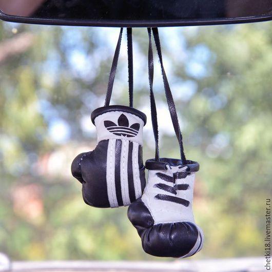 Автомобильные ручной работы. Ярмарка Мастеров - ручная работа. Купить Сувенир боксерские перчатки в салон автомобиля. Handmade. Комбинированный, бокс