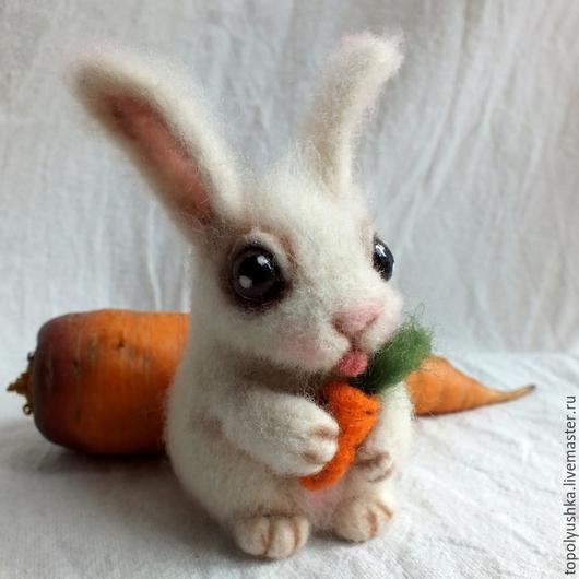 Игрушки животные, ручной работы. Ярмарка Мастеров - ручная работа. Купить Заюшка с морковкой. Handmade. Белый, белый кролик, подарок