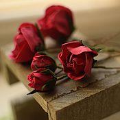 """Свадебный салон ручной работы. Ярмарка Мастеров - ручная работа Аксессуары для прически (шпильки) """"Алые розы"""". Handmade."""