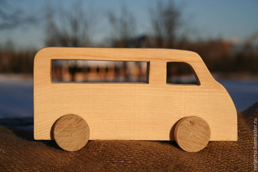 Машинка-каталка автобус деревянная игрушка ручной работы