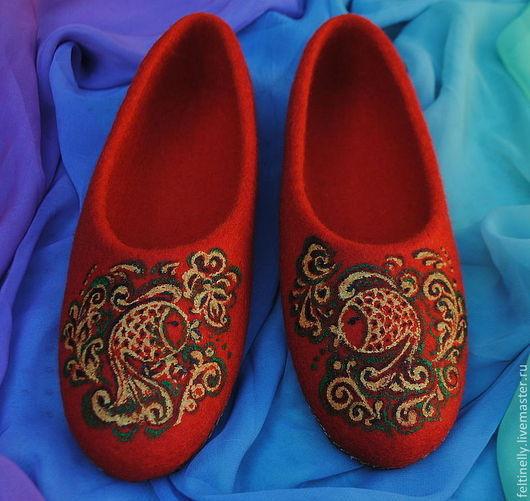 """Обувь ручной работы. Ярмарка Мастеров - ручная работа. Купить """"Золотые рыбки"""". Валяные тапочки. Handmade. Ярко-красный"""