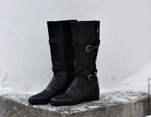 Обувь ручной работы. Ярмарка Мастеров - ручная работа. Купить Сапоги из кожи питона черные с ремешками Классика. Handmade. Черный