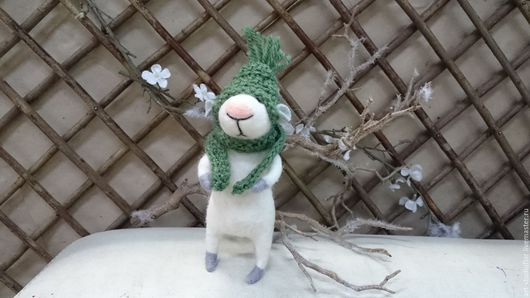 Игрушки животные, ручной работы. Ярмарка Мастеров - ручная работа. Купить Мышонок в шапочке. Handmade. Белый, мышка игрушка