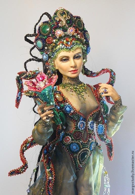 https://cs1.livemaster.ru/storage/ee/f4/fd0c901c52f2e5be960c668721--kukly-i-igrushki-hozyajka-mednoj-gory.jpg