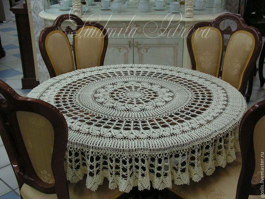 .  Скатерть диаметр 150 см, сфотографирована на столе 117 см Могу предложить для выбора большую подборку скатертей.
