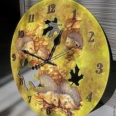 """Для дома и интерьера ручной работы. Ярмарка Мастеров - ручная работа Часы """"Ежики в осеннем лесу"""". Handmade."""